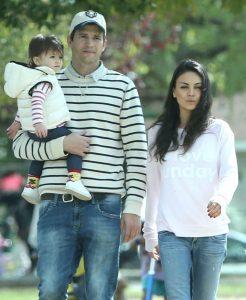 Эштон Катчер и Мила Кунис с дочкой Уайатт Изабель