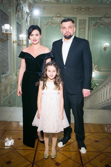 Баста с женой и дочкой Машей