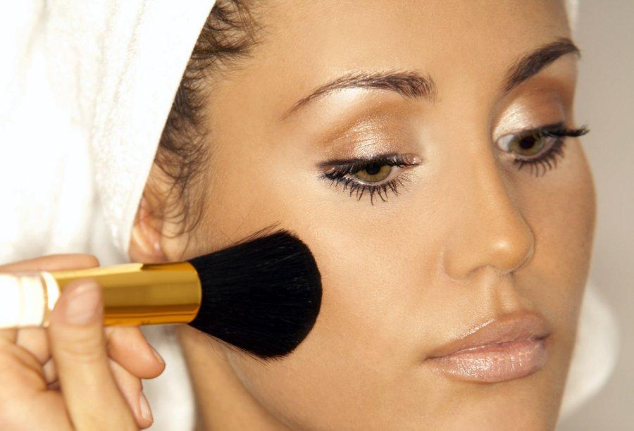 Современный макияж – учимся наносить тональную основу и пудру