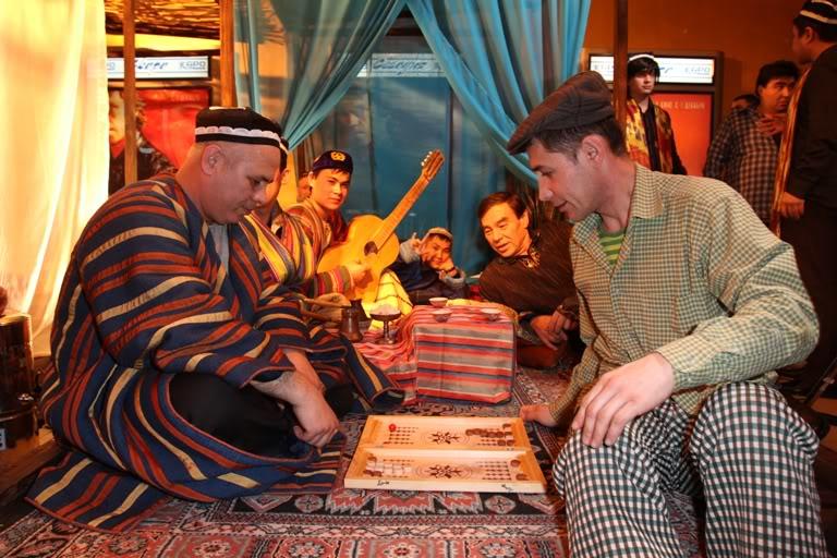 На премьере фильма о Высоцком гости попали на узбекский базар